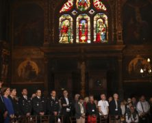 Easter Mass in Paris Honors the Firefighters Who Saved Notre Dame